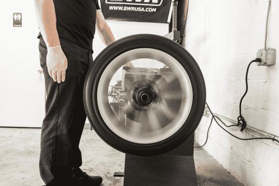 Pneumatiques, pneus, équilibrage, réparation de panne auto au garage KER-AUTO à Kervignac sur le secteur de Riantec, Hennebont, Languidic, Inzinzac-Lochrist et Brandérion.